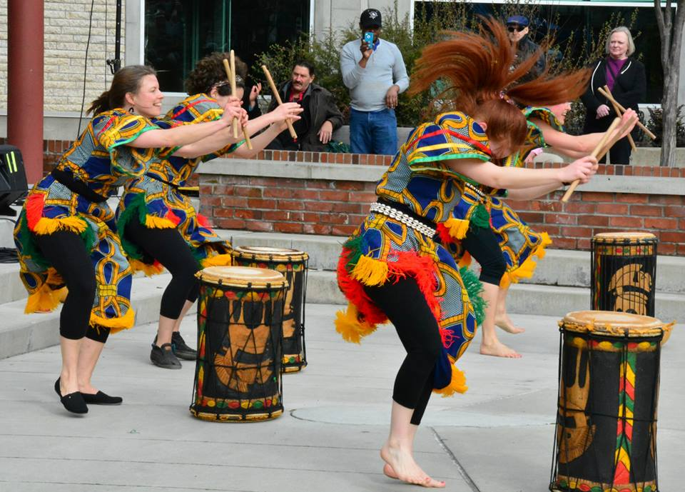 WONTANARA, compagnie qui enseigne la danse et les percussions africaines, fondée par Mohamed Andre Duranteau http://www.francocentre.com/18e-festival-de-la-francophonie-de-victoria